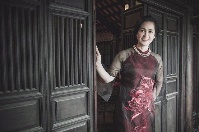 Nghệ sĩ Lan Hương là một người phụ nữ cổ điển. Chị cho biết mình luôn là người lo lắng bữa ăn cho cả gia đình, hiếm có thành viên nào trong nhà chị phải ăn ngoài hàng.