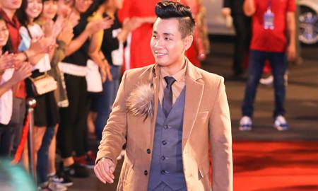 """MC Nguyên Khang """"cứu nguy"""" sự cố bất ngờ tại Cánh Diều Vàng 2016"""