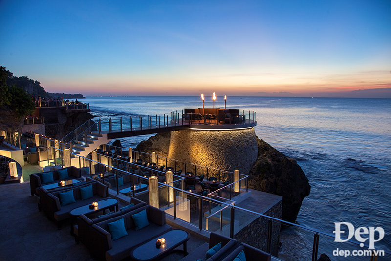 rock-bar-extensions-during-sunset