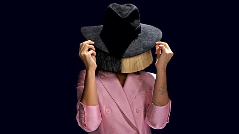 Sia: Cô ca sĩ giấu mặt sau mái tóc bạch kim