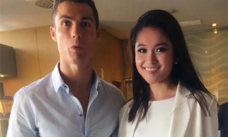 Danh thủ Cristiano Ronaldo ôm eo chụp ảnh cùng Á hậu Thuỳ Dung tại Tây Ban Nha