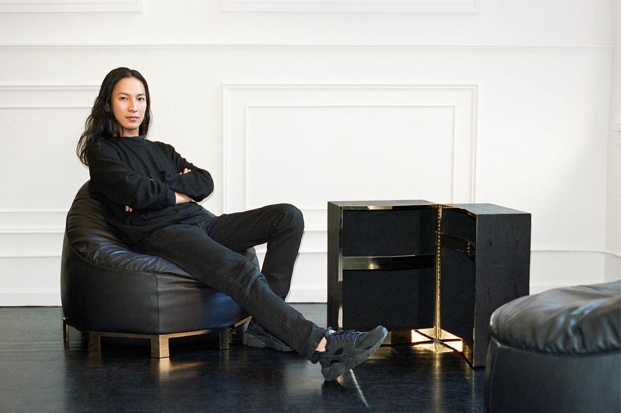 Chân dung Alexander Wang tại nhà riêng của mình. Wang hiện là một trong những cái tên trẻ thành công nhất của thời trang cao cấp.
