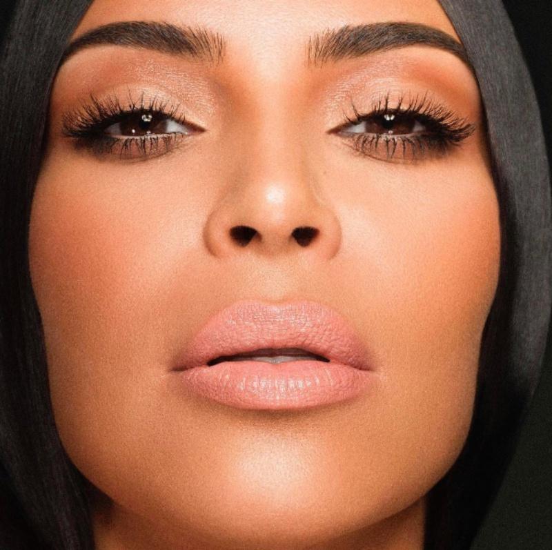 Hình ảnh Kim Kardashian West trong chiến dịch quảng cáo son KKW x Kylie