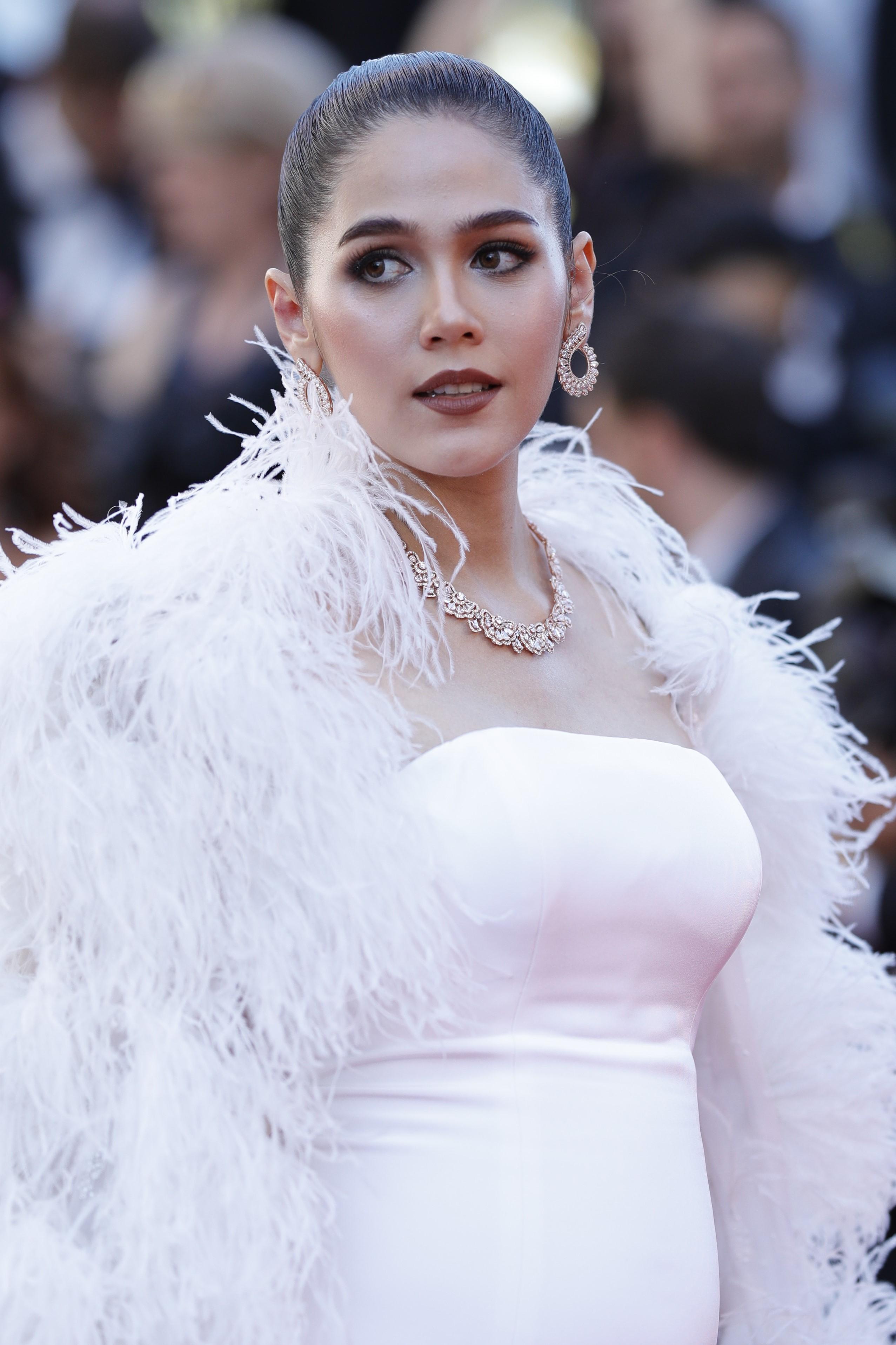 Araya Hargate, diễn viên mang hai dòng máu Thái Lan – Anh Quốc tỏa sáng trong bộ trang sức kim cương đắt tiền từ bộ sưu tập High Jewellery của Chopard.