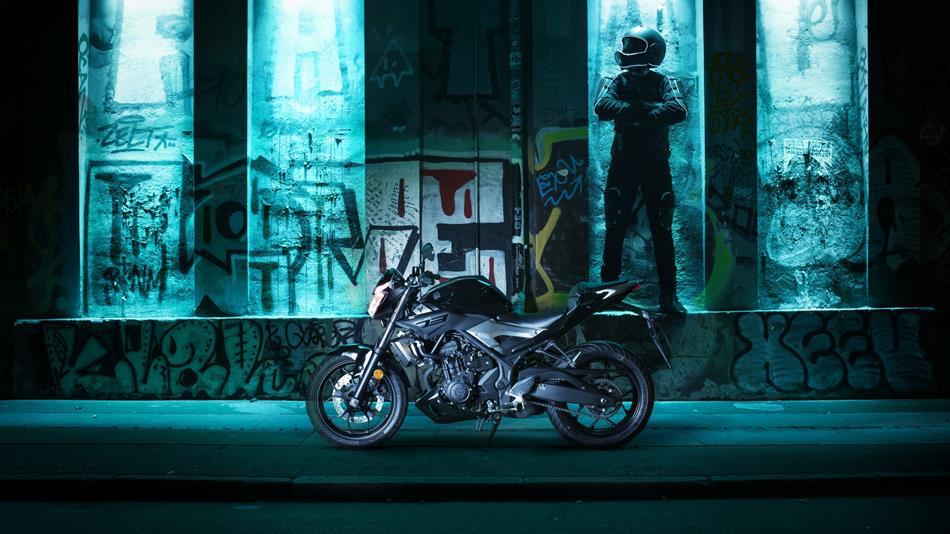 2016-yamaha-mt320-eu-midnight-black-static-001
