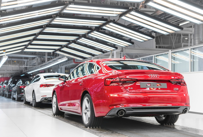 Audi Site Ingolstadt Production of the Audi A5 Coupé/Sportback: Checking and finishing area – Surface inspection