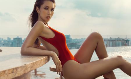 Siêu mẫu Hà Anh khoe thân hình vệ nữ nóng bỏng với bikini xẻ hông