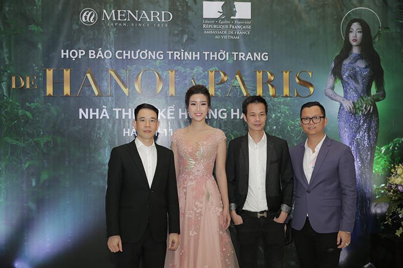 Hoa hậu Mỹ Linh và NTK Hoàng Hải cùng các thành viên ban tổ chức show diễn tại Họp báo diễn ra chiều 11/5 tại Hà Nội.