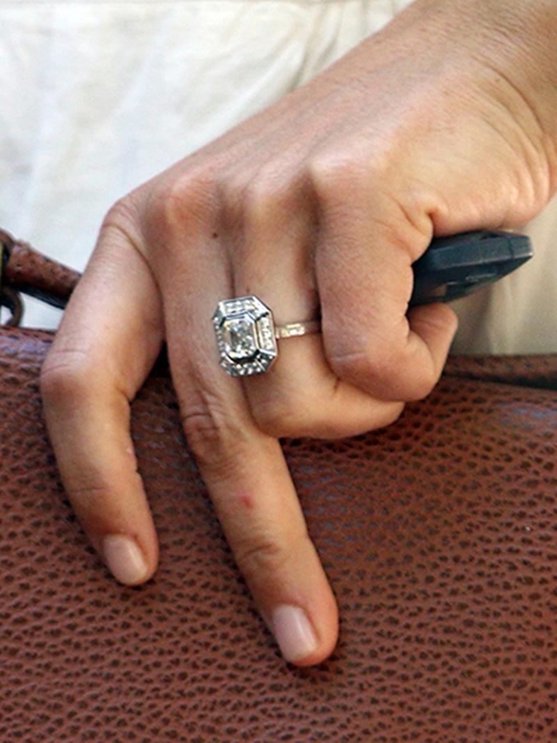 Chiếc nhẫn đính hôn của cửa hiệu Robinson Pelham