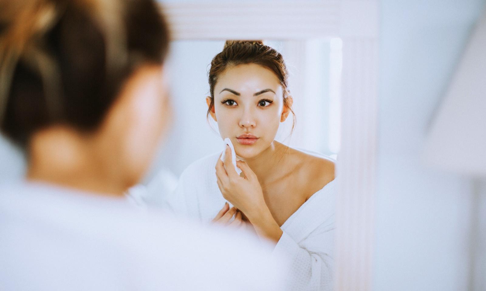Cồn trong mỹ phẩm: dùng thế nào để đỡ hại da?