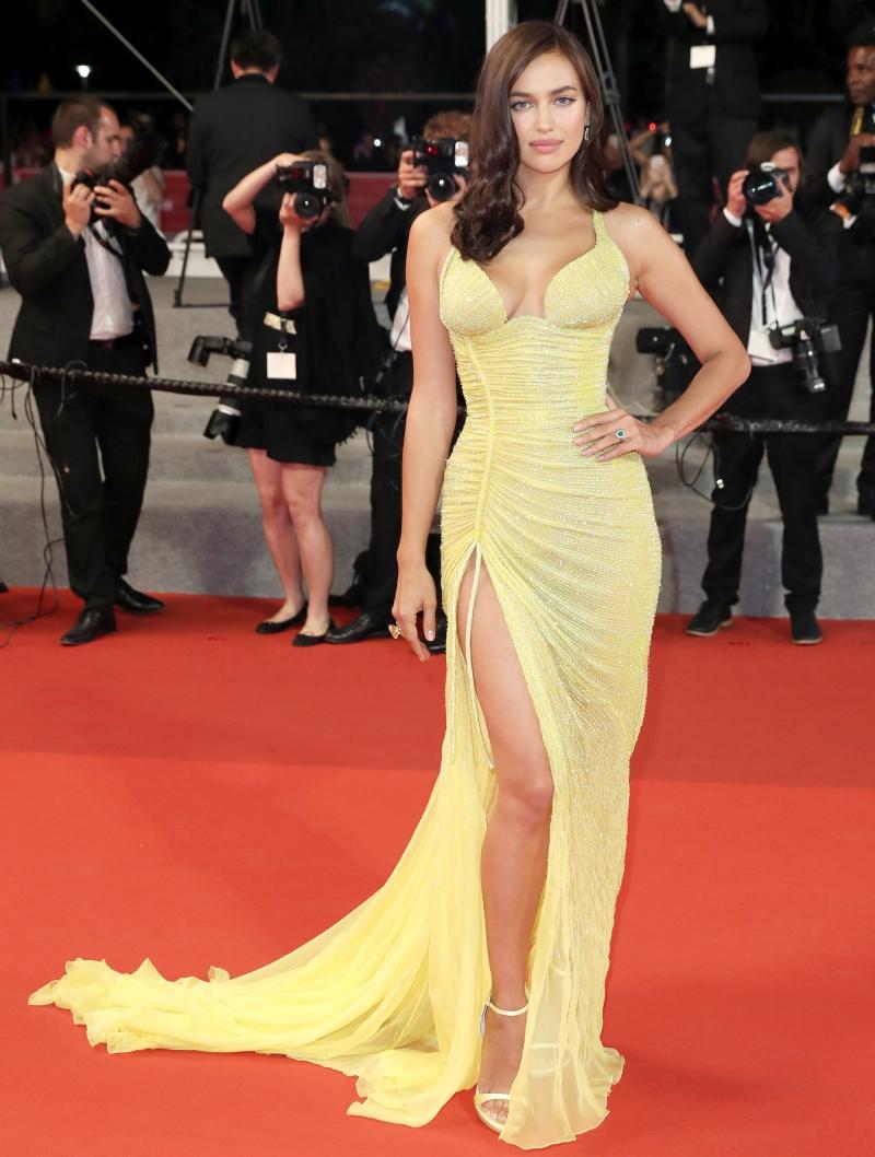 Chân dài người Nga Irina Shayk mặc dù mới sinh con hồi tháng 3 nhưng cô nhanh chóng lấy lại vóc dáng và tỏa sáng trên thảm đỏ tại LHP Cannes cuối tháng 5 vừa rồi.
