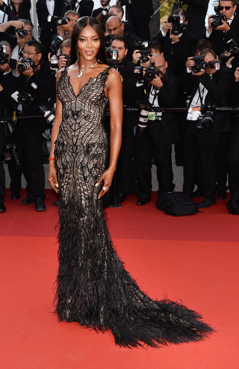 Phong thái của một siêu mẫu khiến cho Naomi Campbell luôn chinh phục được mọi ánh nhìn mỗi khi cô xuất hiện.