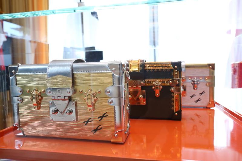 Thiết kế túi xách Petite Malle mang trong mình những giá trị truyền thống của nhà làm rương Louis Vuitton cùng hơi thở đương đại