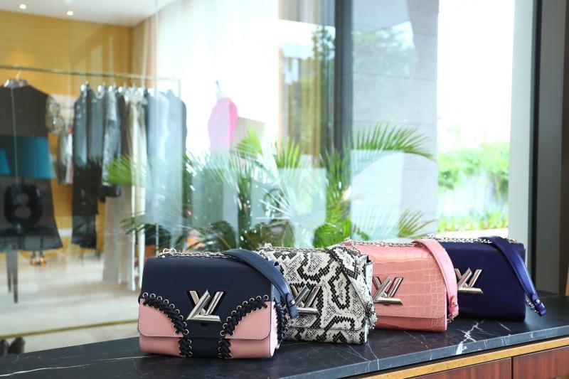 Túi xách Twist với những phiên bản hoàn toàn mới đã sẵn sàng để chinh phục các tín đồ thời trang