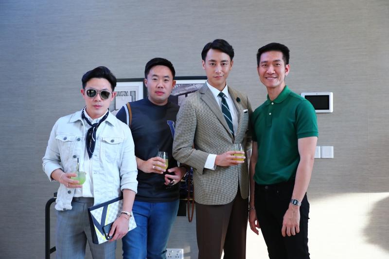 Rocker Nguyễn (thứ hai từ phải qua) chụp hình cùng những khách mời từ Thái Lan