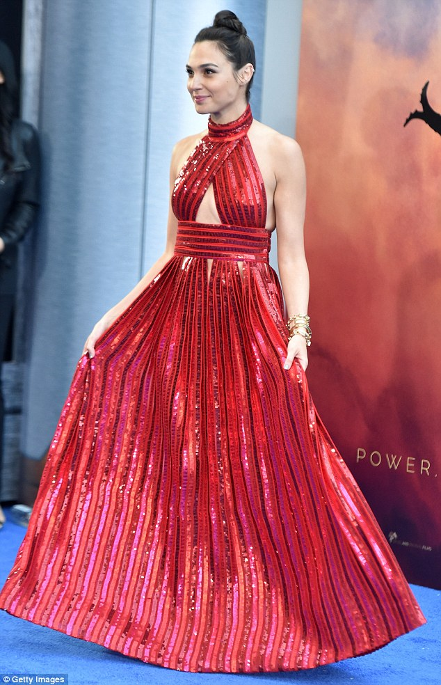 40ce2beb00000578-4543780-stunning_the_gown_had_stripes_and_a_full_skirt_creating_a_glamor-a-2_1496157804022