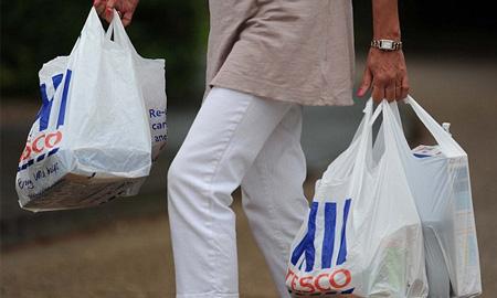 Các cửa hàng thời trang tại Thụy Điển bắt đầu tính tiền túi nilon