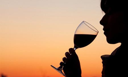 Uống rượu có chừng mực cũng gây hại cho não bộ và thần kinh