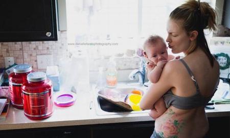 Giật mình với hai bức ảnh, hai thế giới đối lập của bà mẹ sau sinh