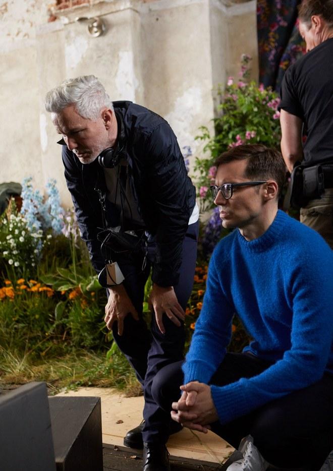 Đạo diễn Baz Luhrmann (trái) và NTK Erdem