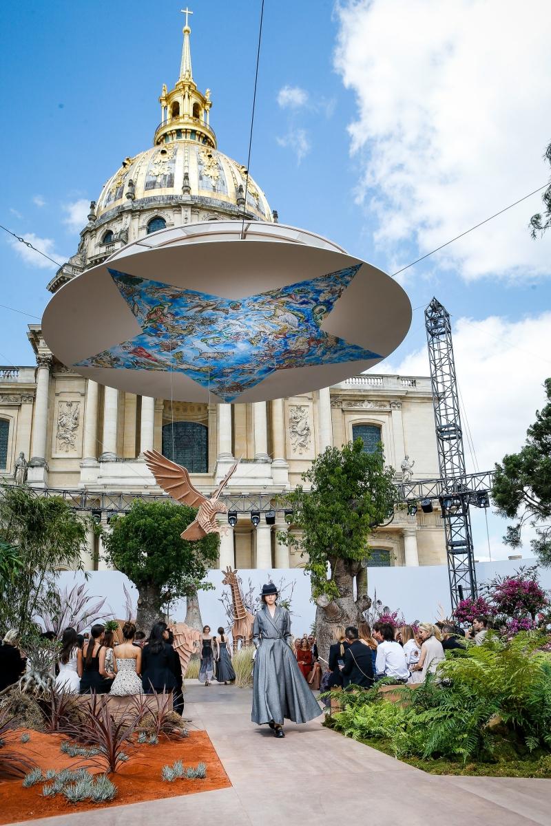Show diễn được tổ chức trong khuôn viên Viện bảo tàng Invalides
