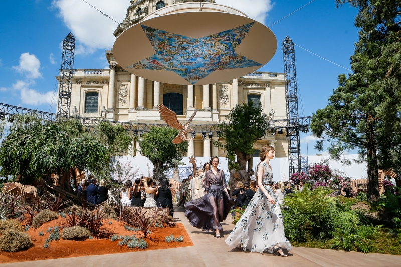 Toàn cảnh show diễn BST Haute Couture Thu Đông 2017 của Dior