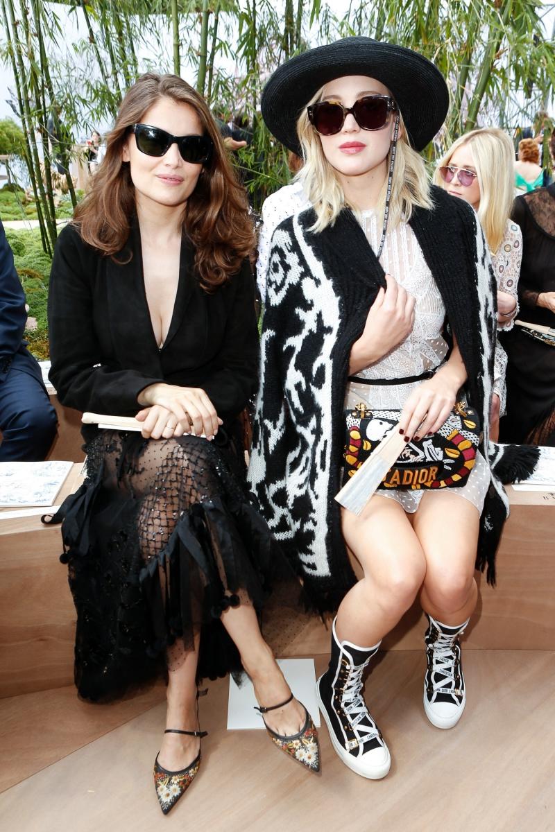 Diễn viên Pháp Laetitia Casta (trái) và diễn viên Mỹ Jennifer Lawrence (phải)