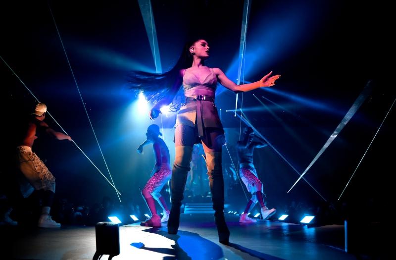 """Việt Nam đã sẵn sàng để đón tour diễn """"Dangerous Woman"""" của Ariana Grande"""