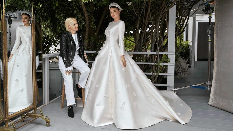 Miranda Kerr khoe ảnh cưới lộng lẫy như cổ tích, diện váy trắng bồng bềnh, kiêu sa