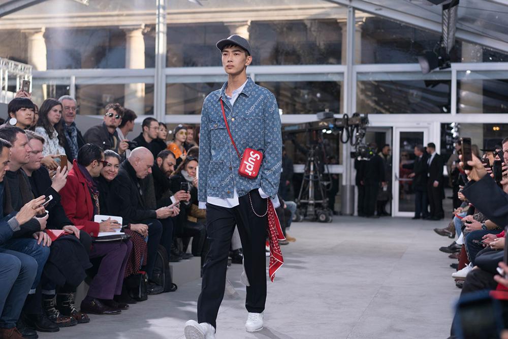 Show diễn Thu Đông 2017 của Louis Vuitton, với những thiết kế được kết hợp từ nhà mốt xa xỉ này và thương hiệu đường phố trứ danh Supreme đã tạo nên cơn sốt thực sự trong những tín đồ thời trang.