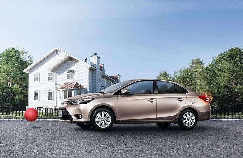 Toyota khuyến mãi phí trước bạ cho khách hàng mua xe