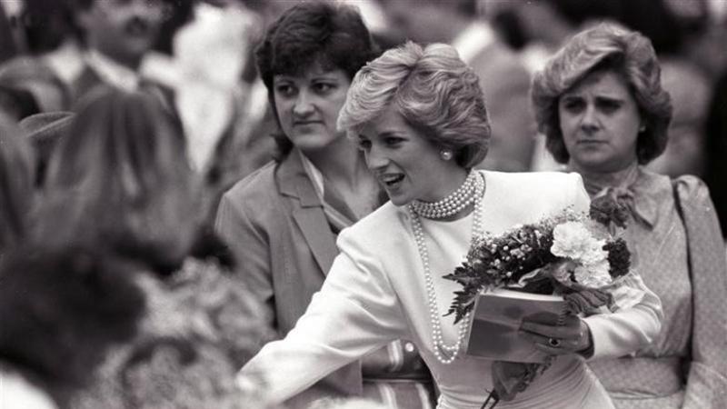 Công nương Diana: Cuộc đời nối dài qua những bức ảnh