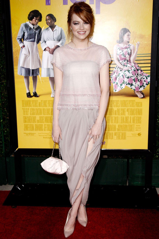 Tại lễ ra mắt bộ phim đậm tính nhân văn The Help, Emma Stone gây ấn tượng mạnh mẽ với thiết kế thanh lịch từ Chanel.