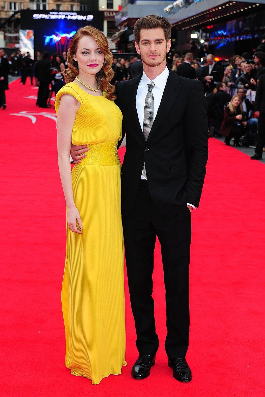 Chiếc váy maxi haute couture xếp ly đầy tinh tế từ Versace khiến không ai có thể rời mắt khỏi nữ diễn viên.