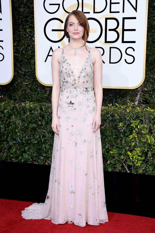 Chiếc váy haute couture từ Valentino cộng hưởng hài hoà với vẻ đẹp trong sáng của Emma Stone.