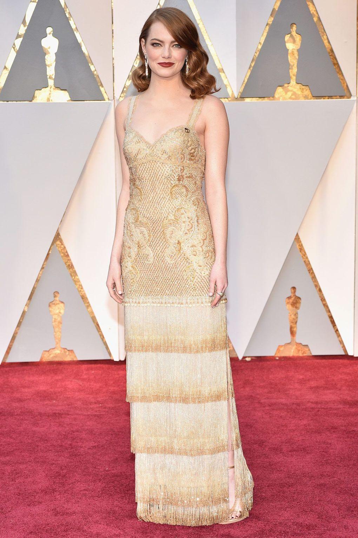 Thiết kế vương giả từ Givenchy đã giúp Emma Stone toả sáng trong đêm trao giải Oscar 2017, nơi cô nhận được giải thưởng danh giá cho Nữ Diễn viên chính Xuất sắc đầu tiên của mình.