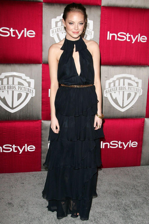 Phong cách trưởng thành và cổ điển là lựa chọn hoàn hảo cho Emma. Cô thu hút mọi ánh nhìn trong chiếc váy xẻ ngực tại lễ trao giải Quả Cầu Vàng năm 2009.