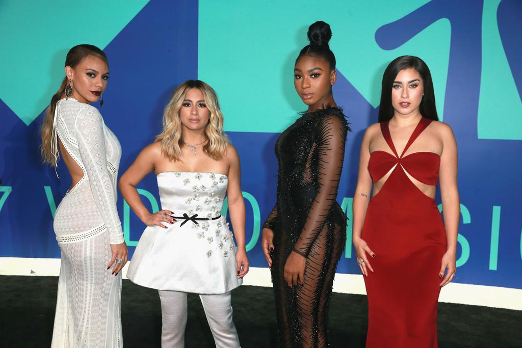 4 mảnh ghép còn lại của Fifth Harmony cũng có mặt tại VMA 2017 để quảng bá cho sản phẩm âm nhạc mới. Mỗi một cô nàng lại được tạo phong cách khác nhau, đối lập lẫn nhau.