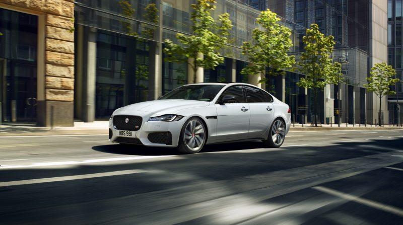 Jaguar khuyến mãi hơn 400 triệu VND cho mẫu xe XF mới