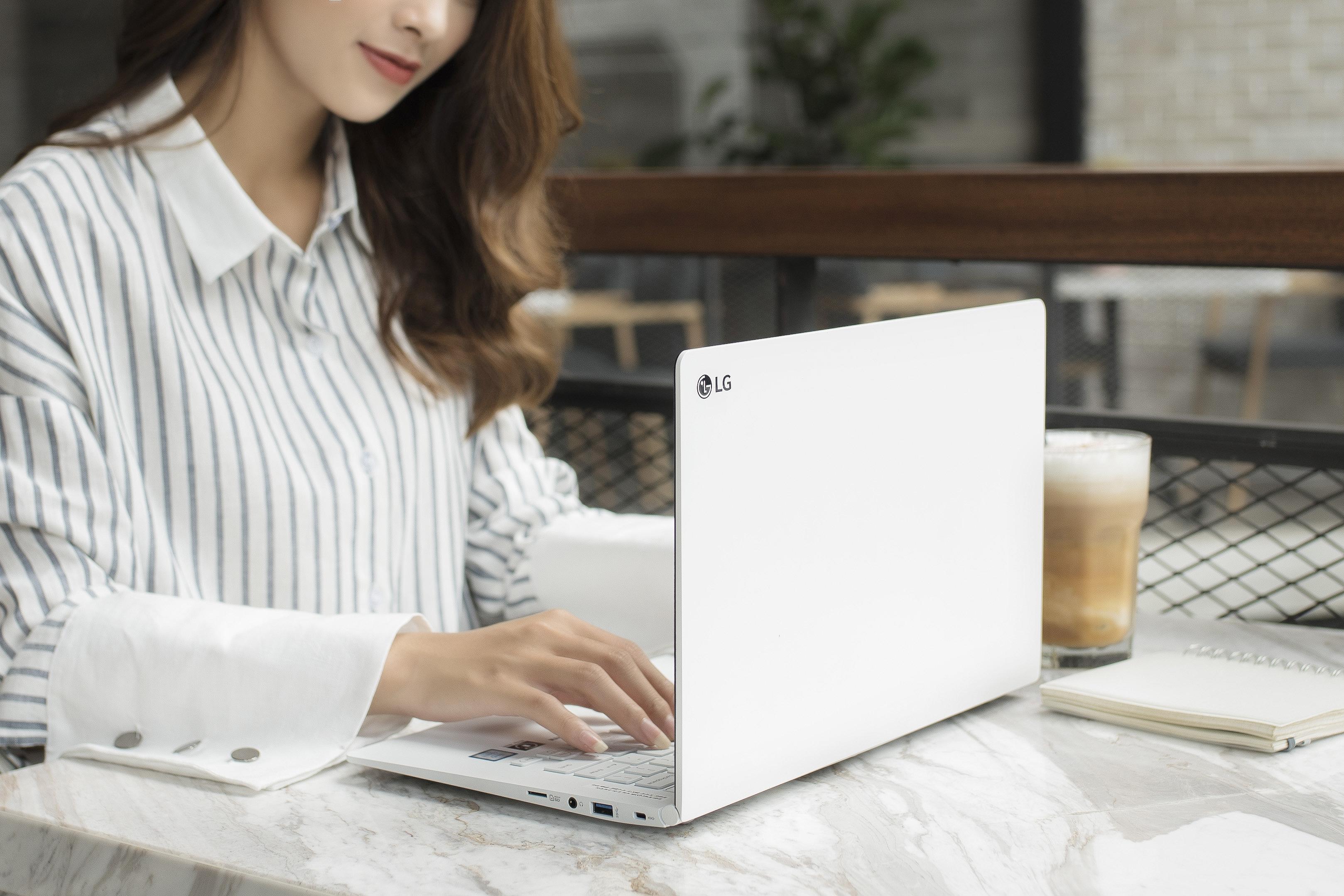 Laptop LG gram siêu nhẹ, pin siêu lâu và thân máy siêu mỏng
