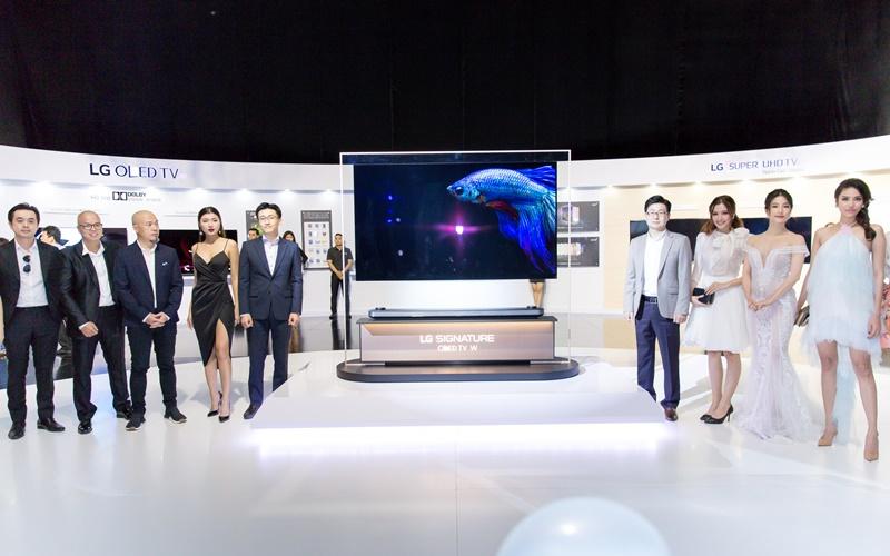 """LG ra mắt TV OLED mỏng nhất Việt Nam có thể """"dán"""" lên tường"""