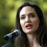 """Thực hư chuyện Angelina Jolie dùng tiền """"mồi chài"""" trẻ em"""