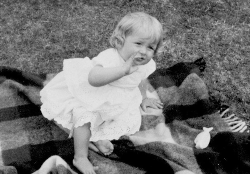 Diana Frances Spencer sinh ngày 1/7/1961 trong gia đình Spencer thuộc dòng dõi vương triều Stuart