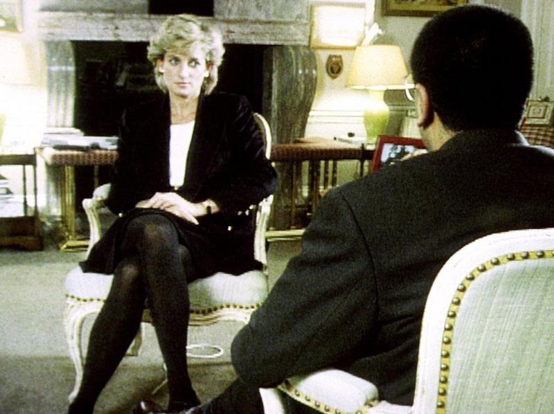 Diana đã đưa ra một cuộc phỏng vấn sâu sắc với Martin Bashir và BBC vào ngày 20 tháng 11 năm 1995. Theo dõi hàng triệu người, cô mô tả tình trạng trầm cảm sau khi sinh, sự đổ vỡ hôn nhân của cô với Hoàng tử Charles và mối quan hệ căng thẳng của cô với gia đình hoàng gia như một tổng thể.