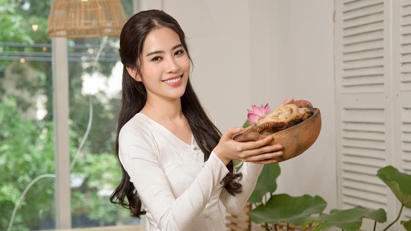 Hoa hậu Trái đất Việt Nam 2016 Nam Em khai trương nhà hàng ẩm thực