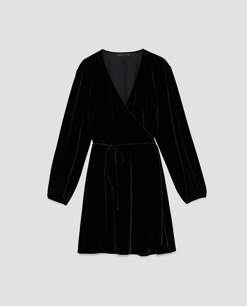 Đầm quấn mini của Zara với tay dài có thể phối cùng boots cao cổ hoặc boots cổ lửng.