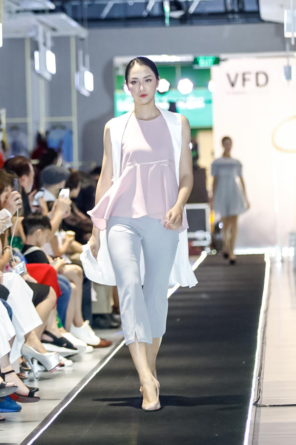 Up To Sencons- Thương hiệu thời trang mang phong cách Hàn Quốc dành cho giới trẻ.