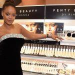 """Tăng cân """"thả phanh"""", Rihanna vẫn tự tin tỏa sáng"""
