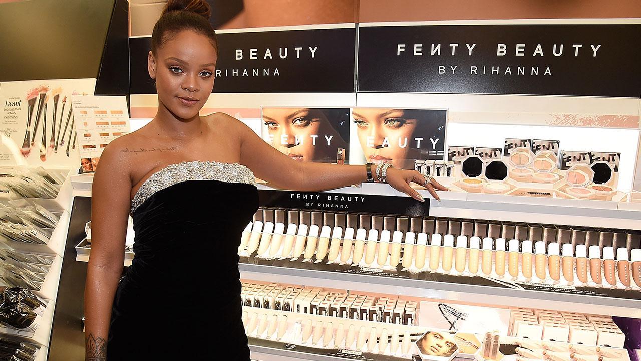 Rihanna cho ra mắt dòng mỹ phẩm Fenty Beauty hứa hẹn sẽ trở thành những món đồ được các tín đồ thời trang và làm đẹp săn đón trong thời gian tới. Fenty chính là họ của Rihanna (tên thật là Robyn Rihanna Fenty).