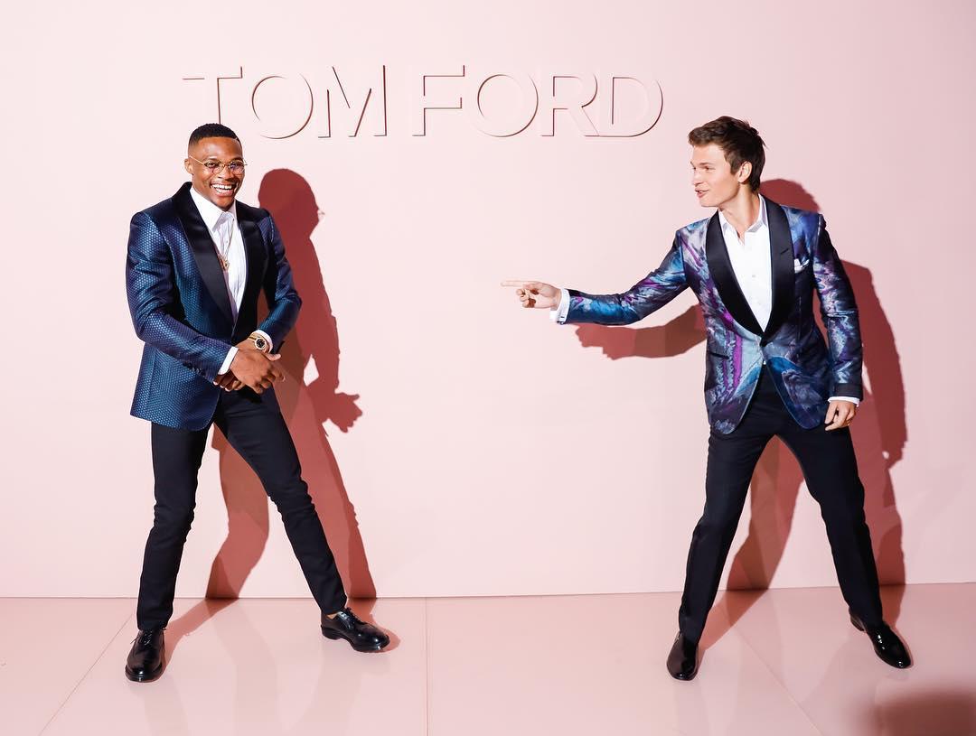 """Cầu thủ bóng rổ Russell Westbrook và nam diễn viên Ansel Elgort (chàng tài xế Baby trong bộ phim """"Baby Driver"""") lịch lãm với suit của Tom Ford"""